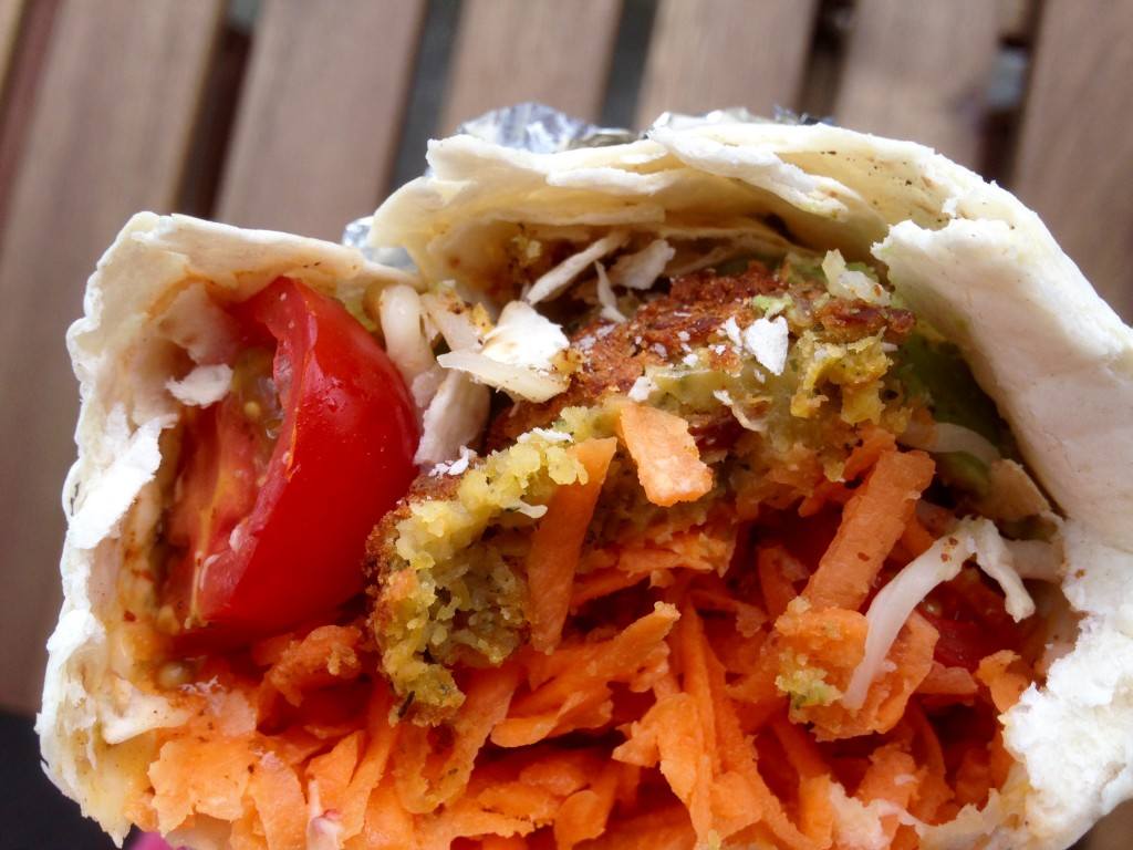 Hjemmelavet dürumrulle med falafel