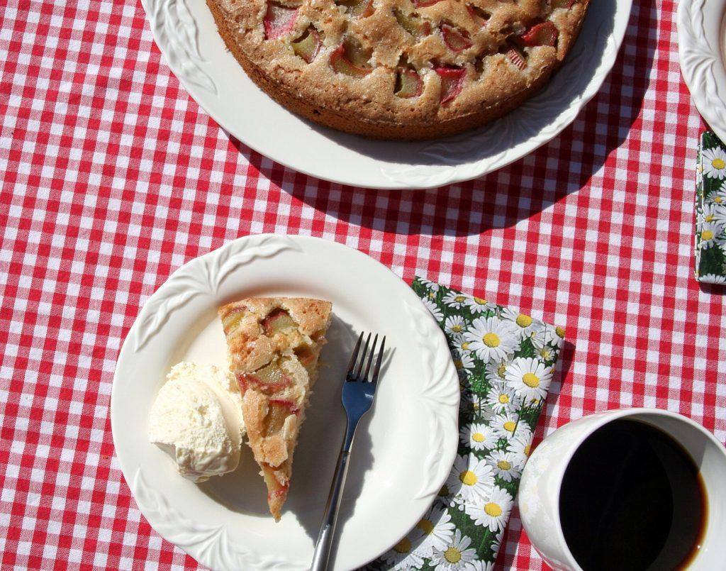 Lammeskyens fødselsdag og en rabarberkage
